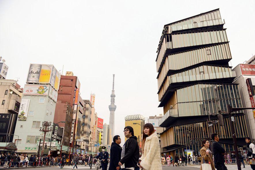 TOKIO, JAPAN 2016 trat Yuriko Koike als erste Frau das Amt der Gouverneurin der Präfektur Tokio ...