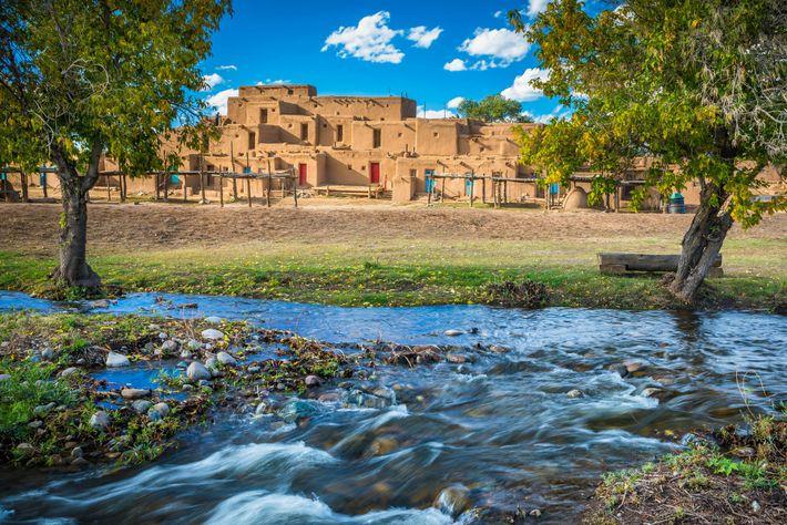 Taos Pueblo ist die einzige Stätte amerikanischer Ureinwohner, die sowohl zum UNESCO-Weltkulturerbe als auch zum nationalen ...