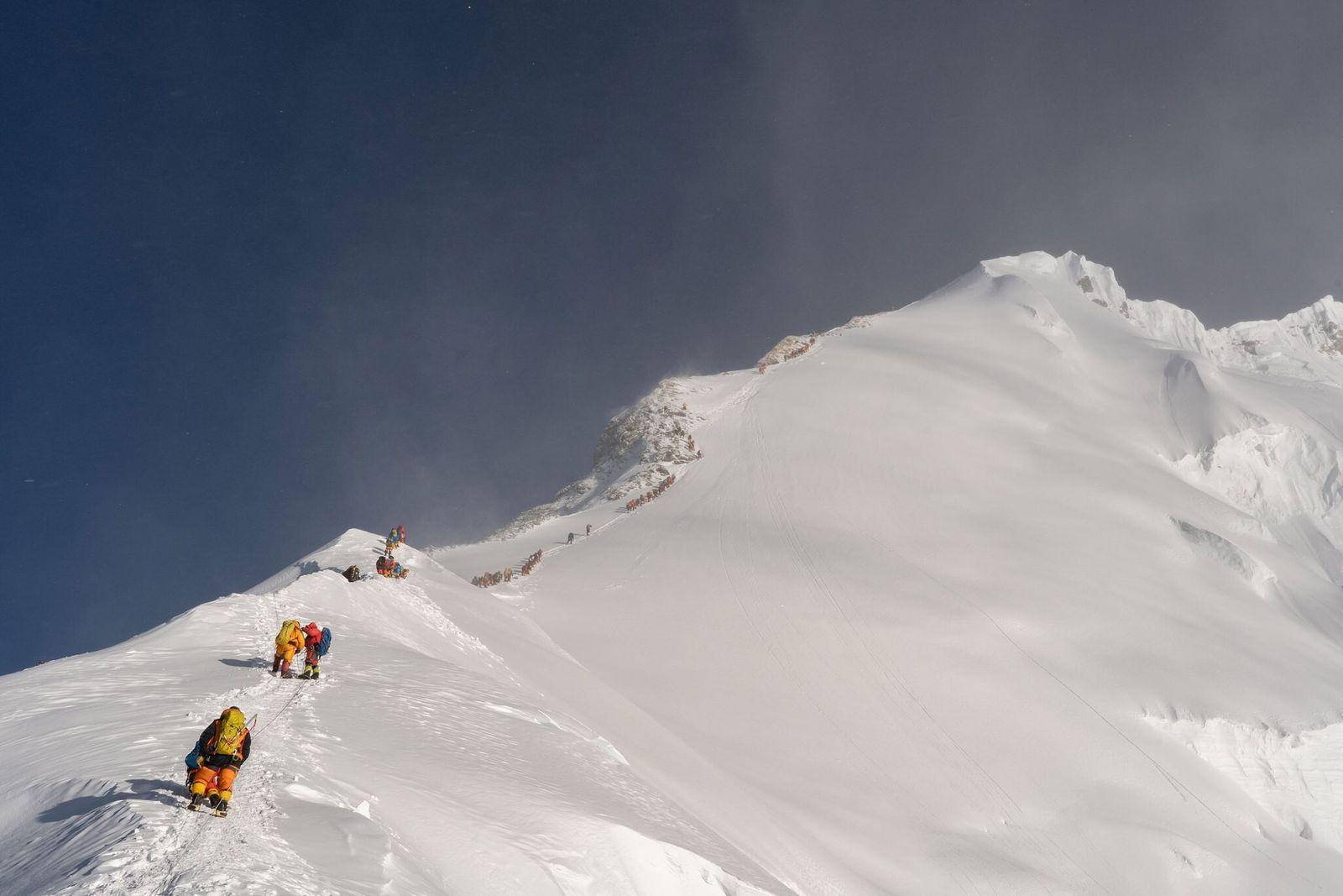 Bergsteiger verschmutzen den Everest mit Mikroplastik