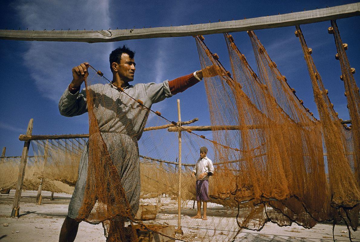 Fischer trocknet seine Netze in Sidon