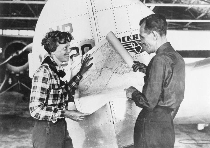 Earhart und ihr Navigator Fred Noonan