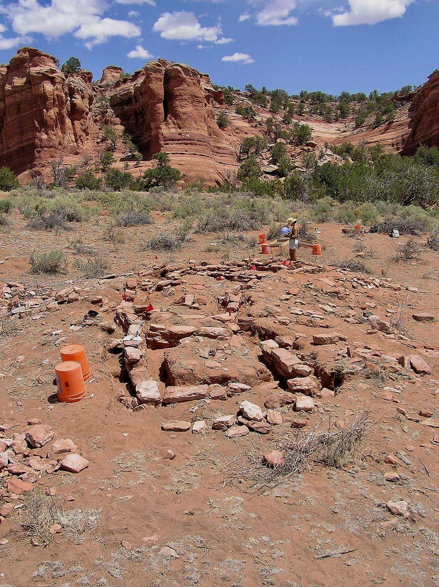 Die Keramikerzeugnisse wurden bei Ausgrabungen alter Wohnhäuser wie dem hier abgebildeten im Chaco-Canyon gefunden.