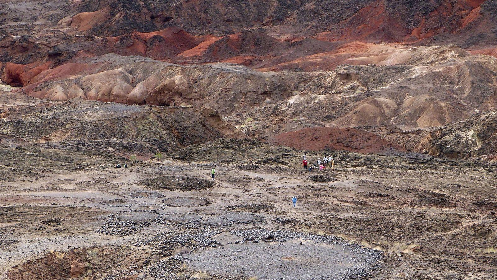 Die frühen Hirtengemeinschaften Ostafrikas erbauten Lothagam North vor 5.000 bis 4.300 Jahren. Megalithen, Steinkreise und Steinhügel ...