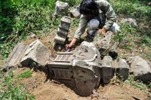 Alte Grabsteine, die von dem Tsunami im Jahr 2004 weggespült wurden, motivierten Forscher dazu, nach Spuren ...