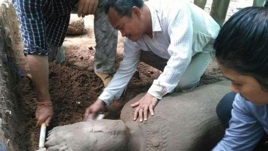 Jahrhundertealte Wächterstatue bei Angkor Wat gefunden