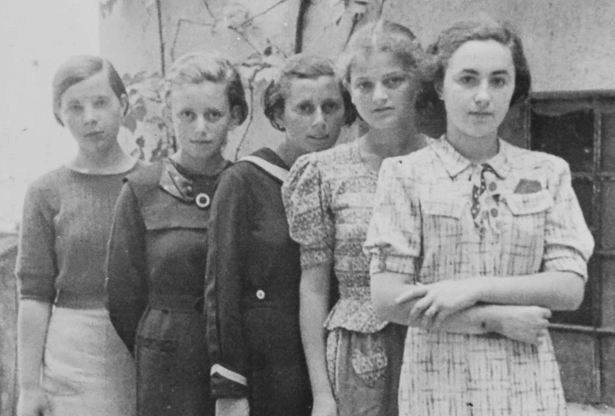 Der erste offiziellen Auschwitz-Transport brachte 999 junge Frauen. Dies ist ihre Geschichte.