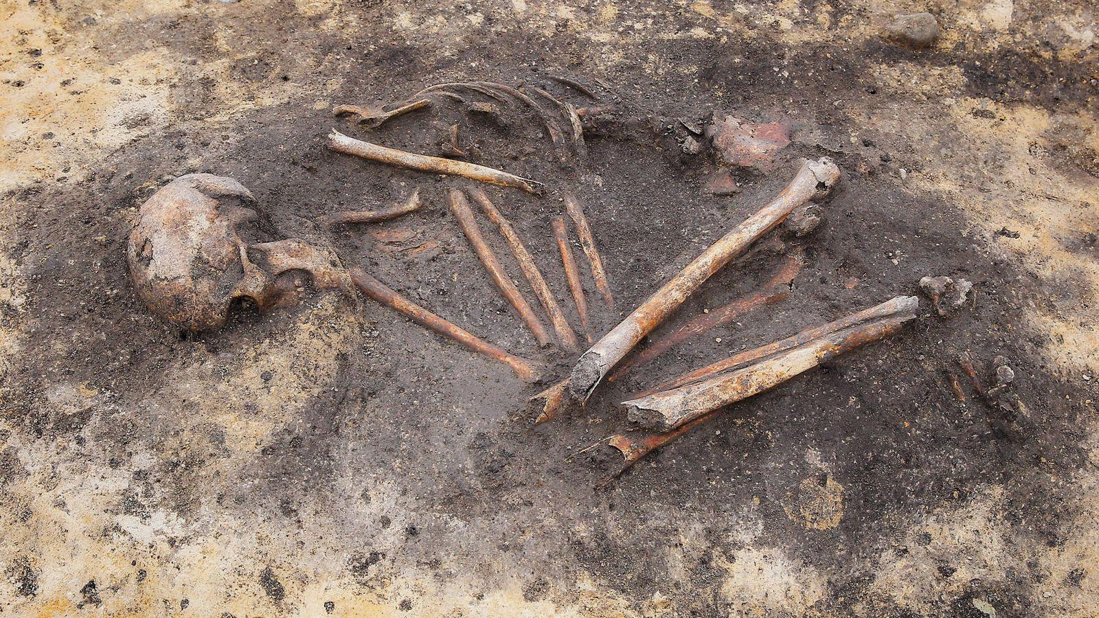 Archäologen sehen in bronzezeitlichen Begräbnissen reicher Menschen und Habenichtse die Anfänge der sozialen Ungleichheit. Neue Analysen ...