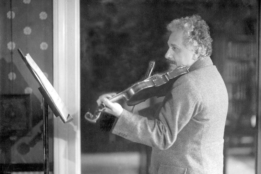 """Einsteins Liebesaffäre mit """"Lina"""" – seiner geliebten Violine"""