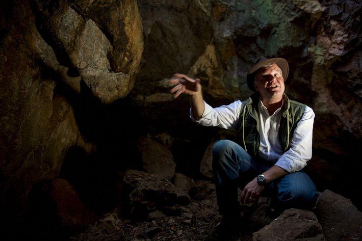 Mann in Höhle