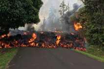 Lava aus den Vulkanen von Hawaii ist meist vergleichsweise flüssig. Das liegt an ihrem niedrigeren Silikatgehalt. ...