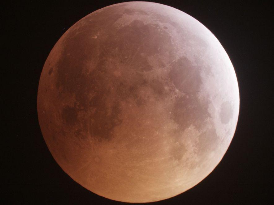 Meteoriten setzen ungeahnte Wassermengen auf dem Mond frei