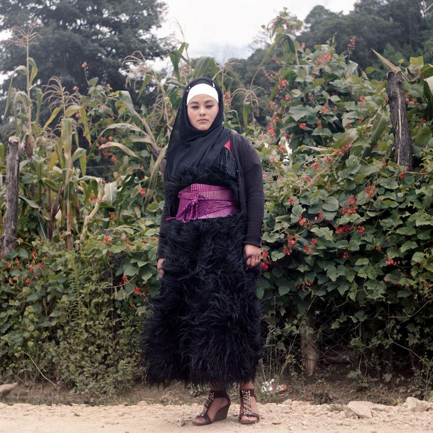 In einem Maisfeld im mexikanischen Bundesstaat Chiapas trägt Salma Palamo Diaz einen traditionellen Tzotzil-Rock. Die mexikanischen ...