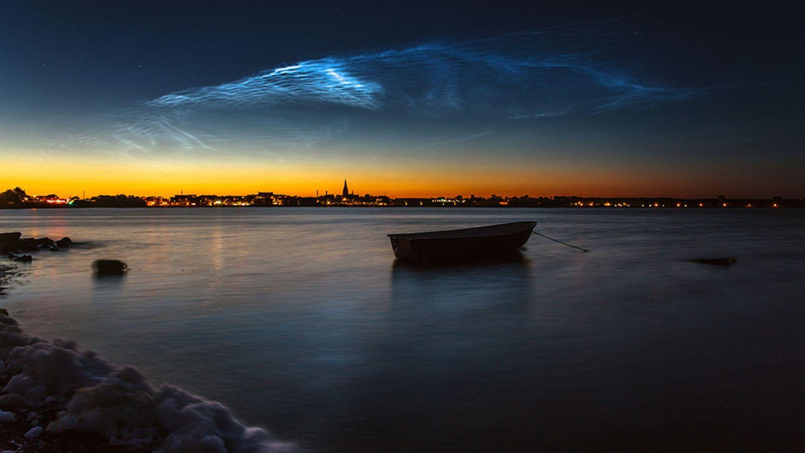 Leuchtende Nachtwolken
