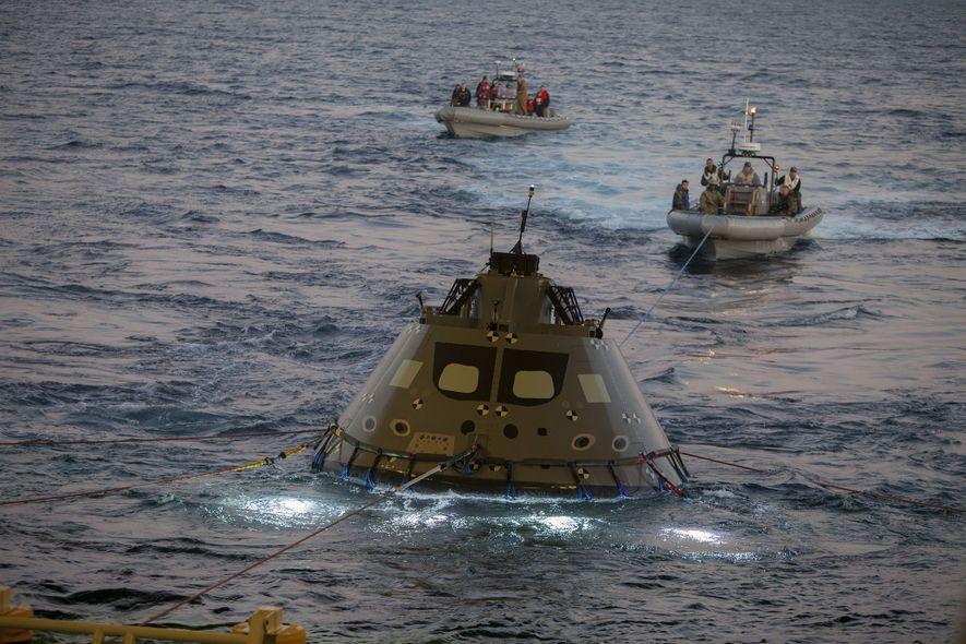 Ein gemeinsames Team der NASA und der US-Marine verbrachte kürzlich eine Woche an Bord der USS ...