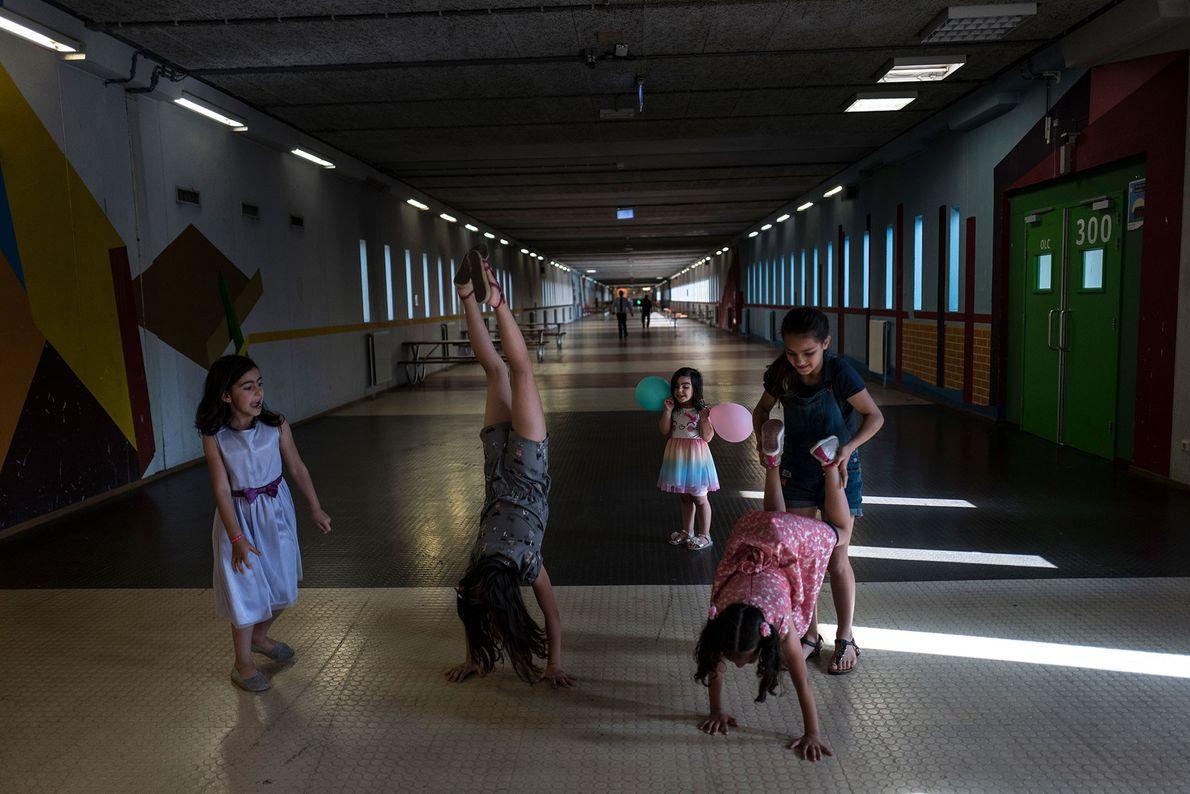 Eine Gruppe syrischer Flüchtlingsmädchen