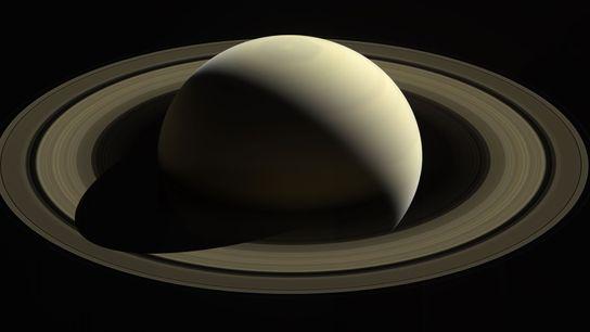 Die NASA-Raumsonde Cassini nahm im Oktober 2016 dieses Bild des Saturn und seiner großen Ringe auf. ...