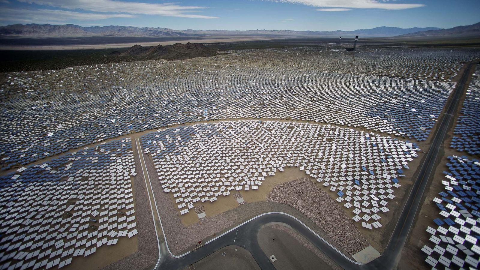 Solarpaneele im Ivanpah Solar Electric Generating System