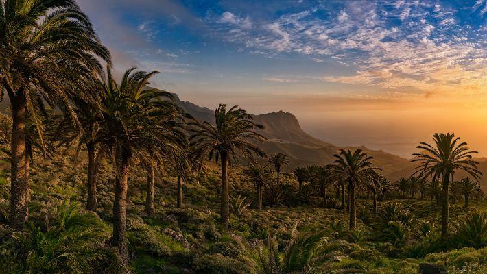 Im Dorf Tazo in der nördlichen Gemeinde Vallehermoso sieht man herrliche Sonnenuntergängen: umgeben von Tausenden von ...