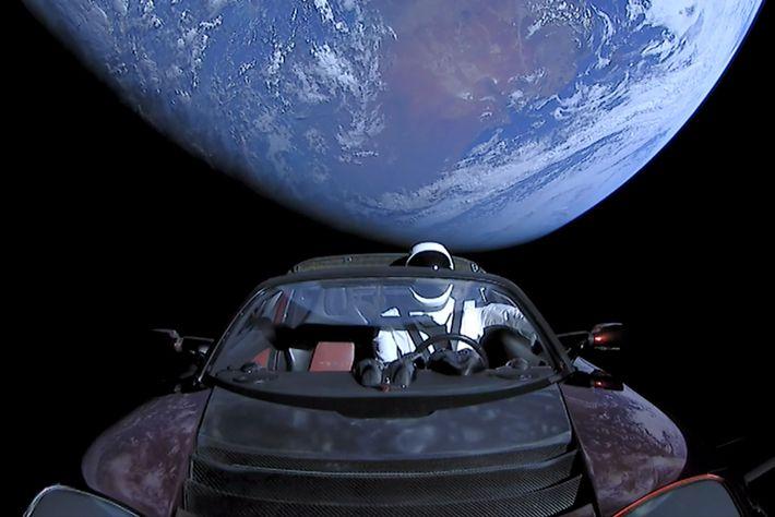 Am 6. Februar 2018 schoss SpaceX einen Tesla Roadster mit einem Dummy namens Starman in einen ...
