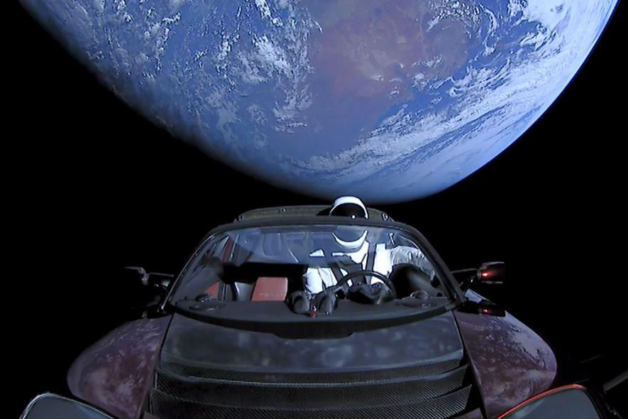 Elon Musks Weltraum-Tesla könnte auf die Erde stürzen