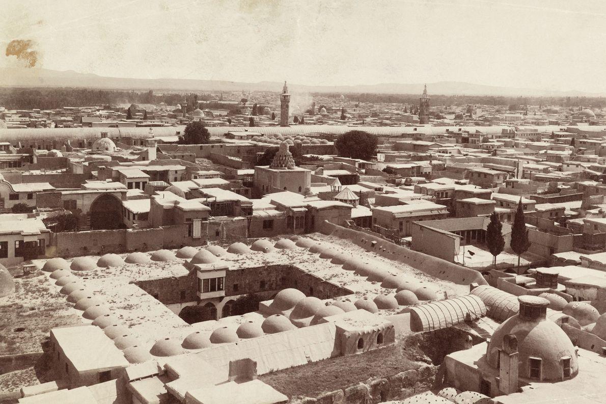 Damaskus, hier zu sehen auf einer Aufnahme von 1911, wurde erstmals im 3. Jahrtausend v. Chr. …