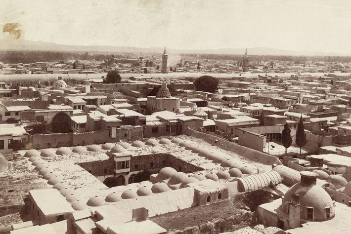 Damaskus, hier zu sehen auf einer Aufnahme von 1911, wurde erstmals im 3. Jahrtausend v. Chr. ...