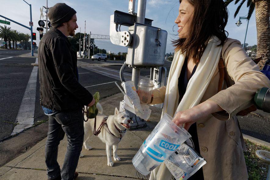 Kathryn Kellogg ist eine Zero-Waste-Bloggerin. Sie versucht auf verschiedenste Weise, Verpackungen und Einwegplastik zu meiden, und ...
