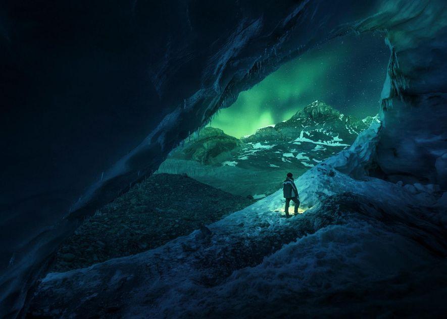 ATHABASCA-HÖHLE, KANADA Die Athabasca-Höhle befindet sich am Rande des kanadischen Athabasca-Gletschers in der Nähe des Columbia-Eisfelds. ...