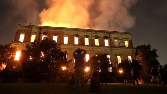 Galerie: Trauer und Wut über das vernichtende Feuer im brasilianischen Nationalmuseum