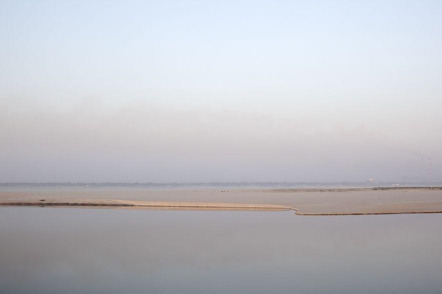 Ein Stück Land mitten im Ganges wurde sichtbar, nachdem die indische Regierung den Farakka-Damm gebaut hatte, …