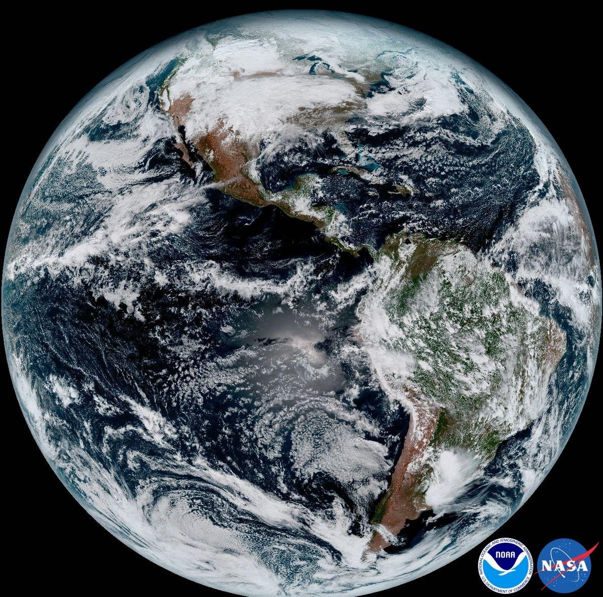 Wilder Western: GOES-16 nahm am 15. Januar dieses vollständige Bild der westlichen Hemisphäre auf.