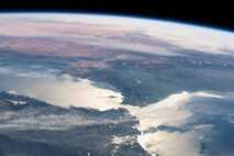 Die einzige Verbindung, die das Mittelmeer zu den Weltmeeren hat, ist die Straße von Gibraltar – ...