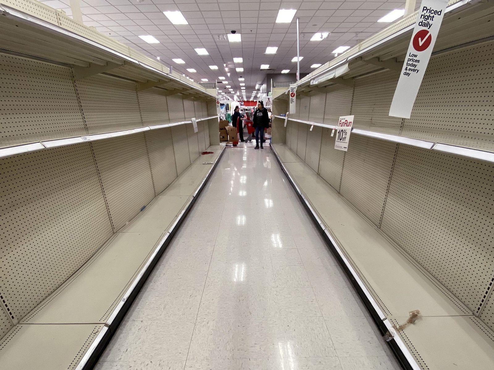 Leere Regale im Target-Supermarkt