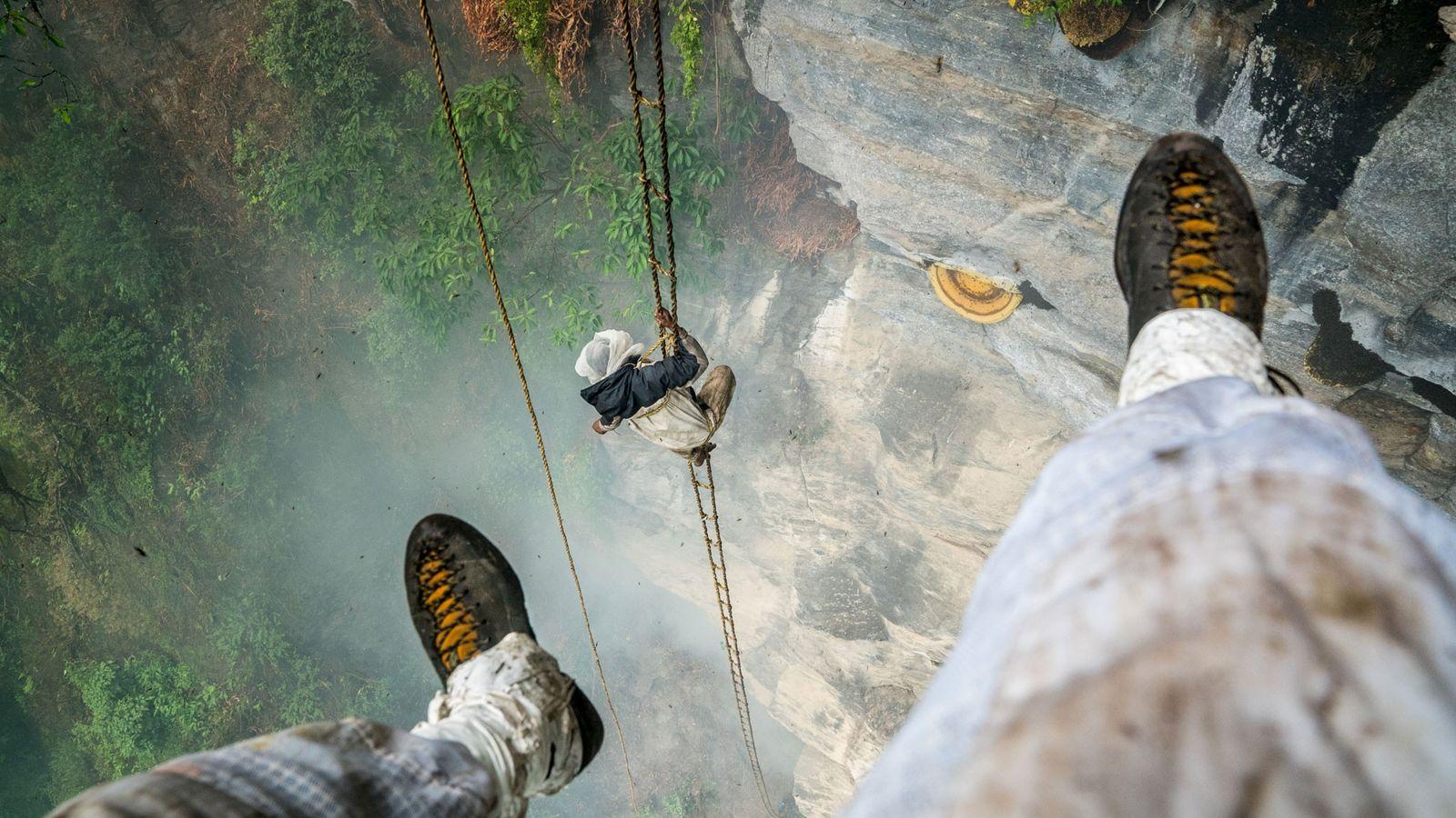Renan Ozturk fotografiert den letzten Honigjäger Nepals