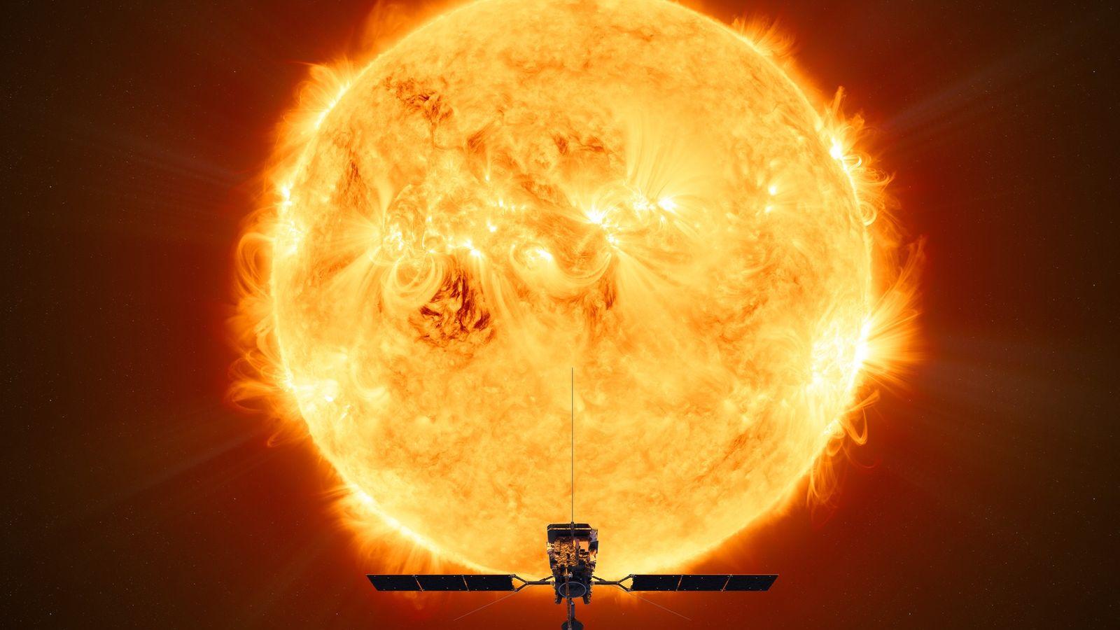 Eine Illustration zeigt der Solar Orbiter der ESA vor der Sonne.