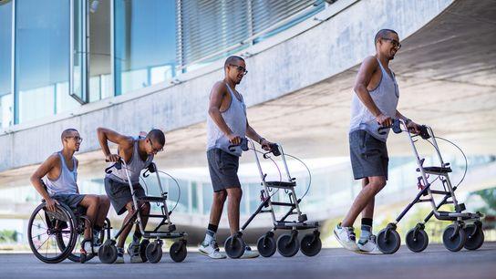 Eine Fotomontage zeigt den Patienten David Mzee, der nach einer neuen Reizstromtherapie wieder laufen konnte.