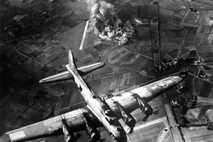 Die Auswirkungen der Bombenangriffe der Alliierten im Zweiten Weltkrieg waren noch in mehr als 100 Kilometern ...