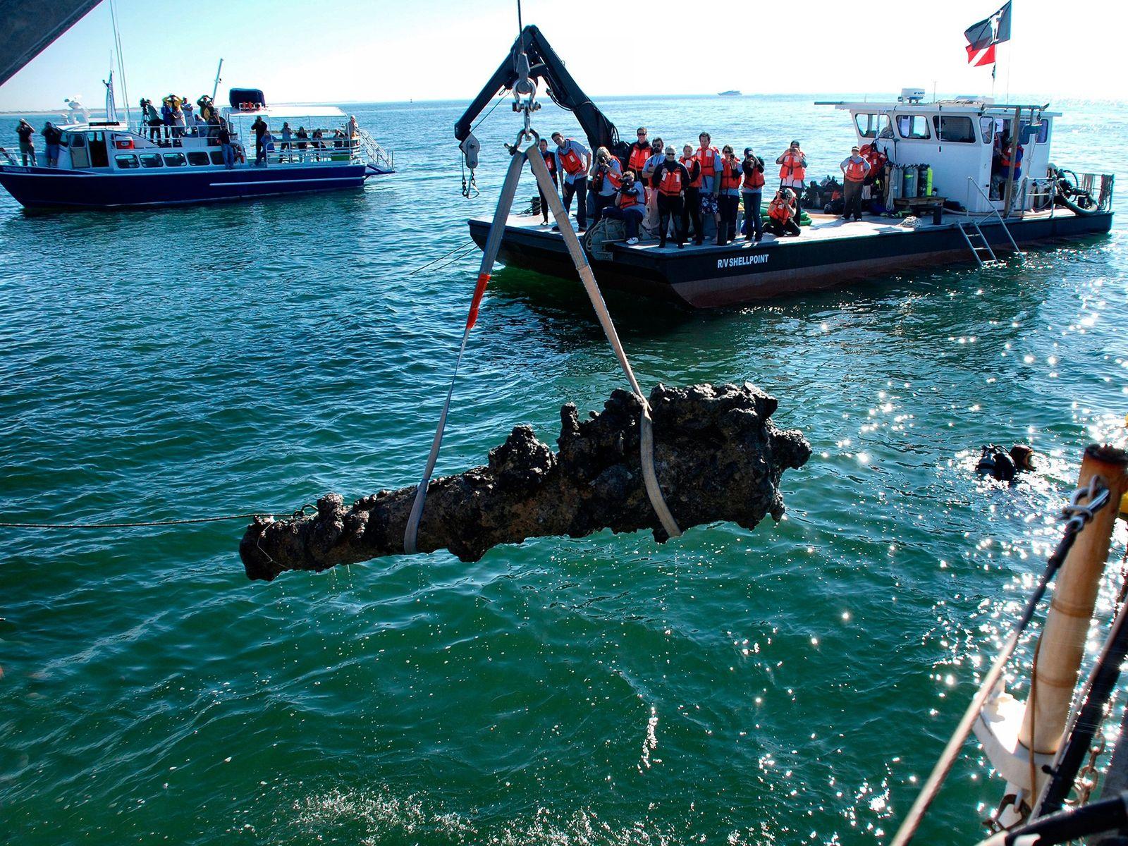 Die Entdeckung des berüchtigten Piratenschiffs Queen Anne's Revenge von Blackbeard vor der Küste von North Carolina ...
