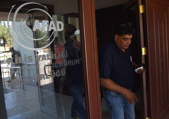 Der Tierarzt Amir Khalil von Vier Pfoten International organisierte die Rettung aus Magic World. Er leitete ...