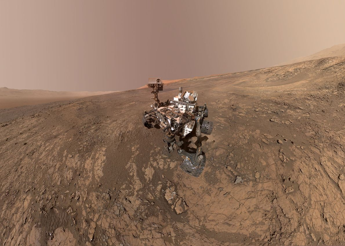 In diesem Selbstporträt zeigt der Mars-Rover Curiosity, wie er den Roten Planeten erkundet.