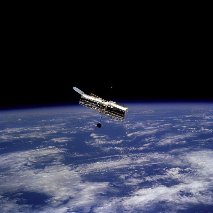 Im Februar 1997 machten Astronauten an Bord des Space Shuttles Discovery diese Aufnahme vom Hubble-Weltraumteleskop.