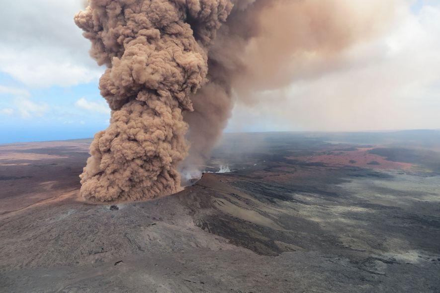 Der Kīlauea ist ein Schildvulkan mit flachen Hängen, die von der austretenden Lava geformt wurden.