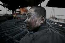 Ein Fabrikarbeiter in einem Werk in der Inneren Mongolei. Laut Lu ist es normal, dass Fabrikarbeiter ...