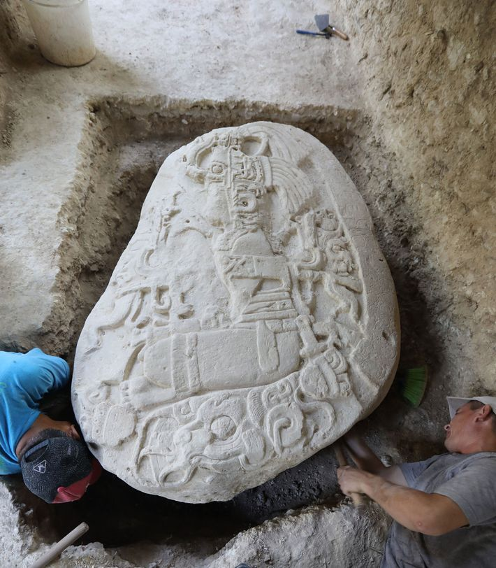 Ein fast 1.500 Jahre alter und äußerst seltener Ritualaltar, der in La Corona entdeckt wurde, zeigt ...