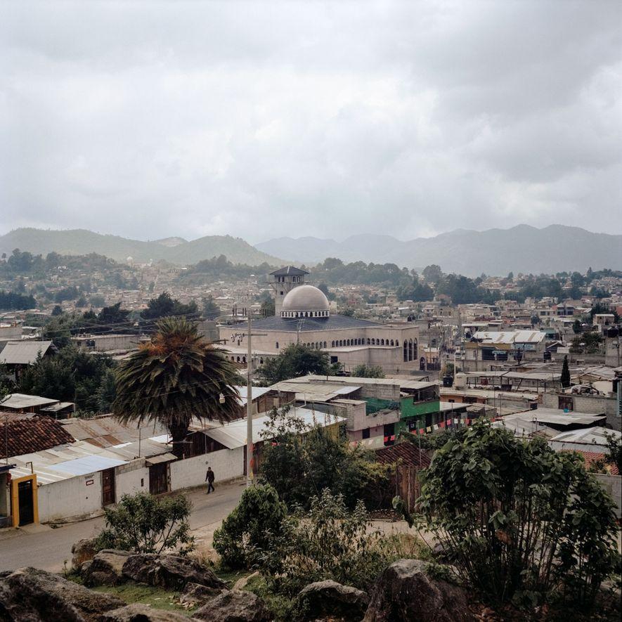 Eine Gruppe von spanischen Sufis begann für eine wachsende Gemeinde im Bundesstaat Chiapas mit dem Bau ...