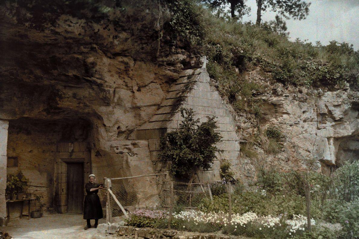 Höhlenkirche im Dorf Courtineau