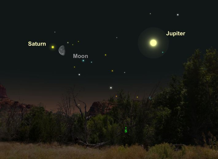 Am 25. April kommen sich der Mond und der cremefarbene Saturn etwas näher.
