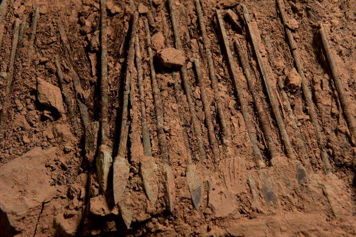 Forscher glaubten, dass eine Chromschicht die Bronzewaffen 2.200 Jahre lang vor dem Verfall schützte.