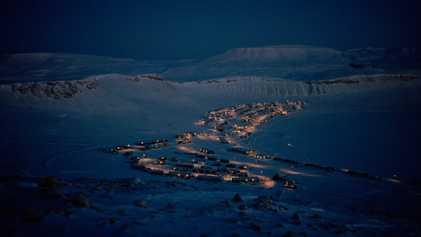 Verträumte Fotografien beleuchten das Leben im dunklen arktischen Winter