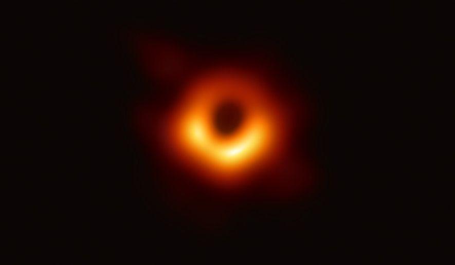 Schwarzes Loch, Galaxie Messier 87